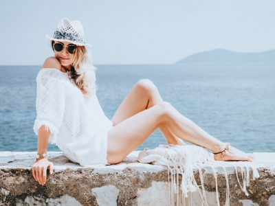 beauty-woman-at-the-seaside-P8T5MLW.jpg